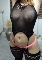 puta de buen cuerpo en bikini relajada para cubanitas y francés salivado